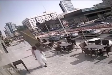 فيديو لشخص نجا من الموت بأعجوبة في السعودية