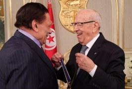 رئيس الجمهورية يمنح عادل إمام الصنف الأوّل من الوسام الوطني للاستحقاق