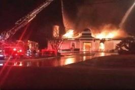 امريكا: حريق هائل يلتهم مسجدا بولاية تكساس ويتسبب في انهياره