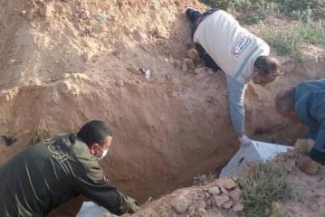 جرجيس :تونسي تكفل بدفن جثث المهاجرين غير الشرعيين التي يلفظها البحر
