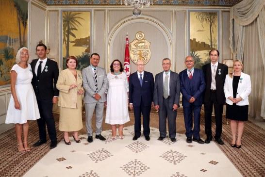 الاحتفال بعيد المرأة: منح وسام الجمهورية لأعضاء لجنة الحريات الفردية والمساواة