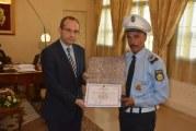وزير الداخلية يستقبل عون شرطة المرور الذي تعرض إلى الإعتداء