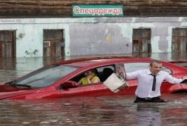 روسيا: الفيضانات تخلف قتلى وتجتاح 2300 منزل