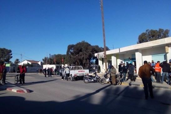 أعوان شركة فسفاط قفصة بإقليم المظيلة يضربون عن العمل (صور)