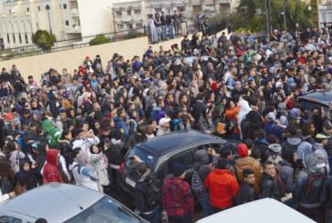 احتجاجات التلاميذ تتسبب في إصابة بليغة لقيّم عام