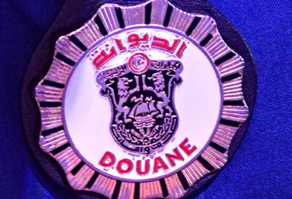 الديوانة التونسية: احباط تهريب كميات هامة من السجائر والمعسل والملابس الجاهزة بقيمة 520 الف دينار