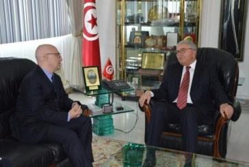 وزير الدفاع يتحادث مع سفير إيطاليا تحضيرا لاجتماع اللجنة العسكرية المشتركة بروما