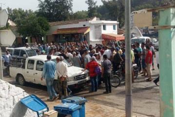 باجة: محتجون يغلقون الطريق الرابطة بين نفزة وطبرقة بسبب انقطاع الماء