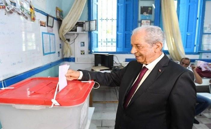 محمد الناصر ينتخب ويدعو للتصويت بكثافة