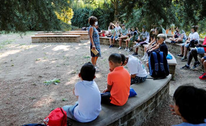 المدارس الإيطالية تفتح أبوابها والدروس في الهواء الطلق