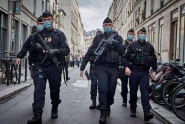 الشرطة الفرنسية تلقي القبض على رجل مسلح بساطور (فيديو)