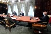 رئيس الجمهورية يجتمع بوزير الصحة وأعضاء من اللجنة العلمية لمكافحة كورونا للنظر في الوضع الوبائي واتخاذ الإجراءات اللازمة بناء على ما يقترحه المختصون