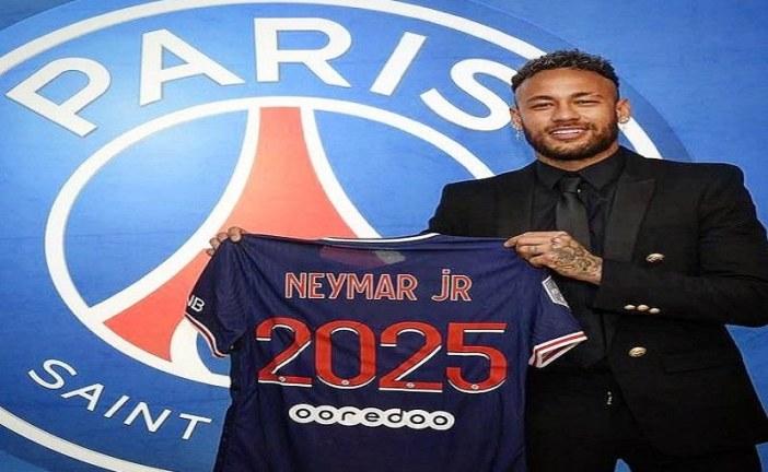 نيمار يمدد عقده مع باريس سان جيرمان حتى 2025