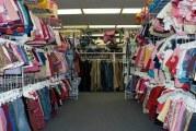 توزر: تجار الملابس الجاهزة بالسوق الأسبوعية يقررون العودة لنشاطهم وعدم تطبيق قرارات الحجر الصحي الشامل