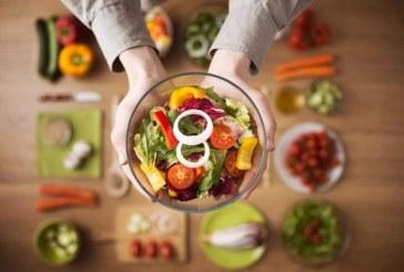 تعرف على العادات الغذائية التي تزيد من خطر إصابتك بالسرطان