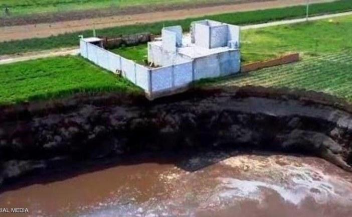 المكسيك: حفرة بمزرعة تبتلع منزلا مجاورا