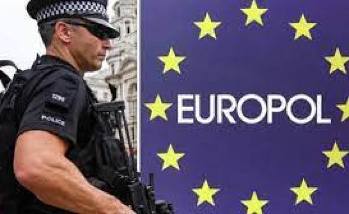 """في 16 دولة: """"يوروبول"""" تعتقل 800 مجرم حول العالم في أكبر العمليات الأمنية الدولية"""