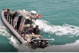 وحدة بحرية تابعة لجيش البحر تسلّمت قارب صيد تونسي على مستوى الحدود البحرية مع الجزائر ورافقته إلى ميناء طبرقة