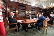 رئيس الجمهورية يلتقي عددا من رؤساء الحكومات السابقين ويبحث معهم سبل الخروج من الأزمة التي تعيشها البلاد