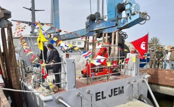 وزير الدفاع:قريبا تصنيع وحدة بحرية عائمة جديدة بطول 50 مترا