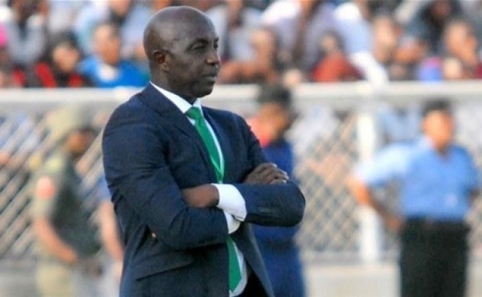 تقليص عقوبة إيقاف مدرب نيجيريا السابق إلى خمس سنوات