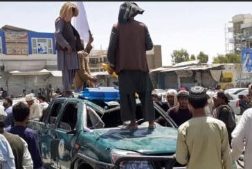 طالبان تعلق جثث 4 خاطفين في ساحات عامة