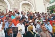شارع بورقيبة بالعاصمة .. وقفة احتجاجية تنديدا بإجراءات 25 جويلية وأخرى مساندة لقرارات الرئيس قيس سعيّد